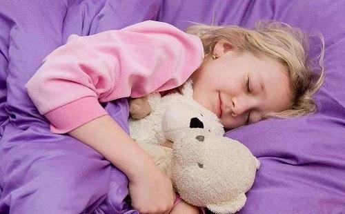 给孩子创造一个良好的睡眠环境。
